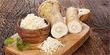 Křen je zázrak: Je skvělý proti chřipce i nachlazení, zkuste křenový med, sirup či placky