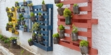 Vertikální záhony z palet: Hodí se na balkón, terasu i ven