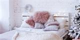 Paletovou postel zvládnete vyrobit i vy. Inspiraci najdete ve fotogalerii