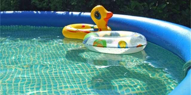 4313f5ca11 Chcete něco víc než dětský nafukovací bazén  Zvolte bazén s nafukovacím  prstencem.