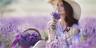 Jak si uchovat krásnou vůni levandule: 5 super receptů na levandulový olej, peeling i tinkturu