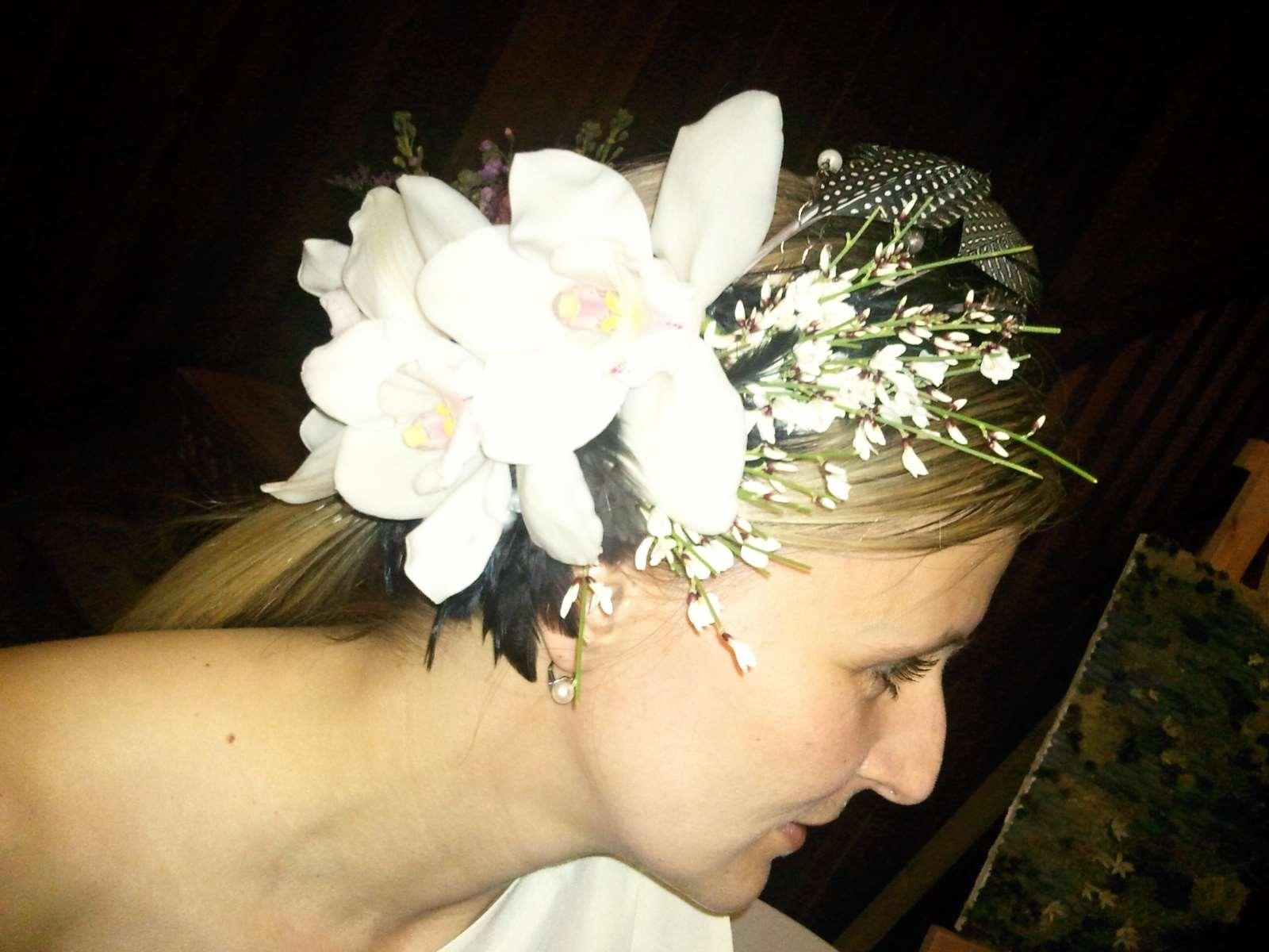 Květinové šperky  na plese s nimi zabodujete – Abecedazahrady.cz 99ddece3bf