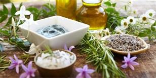 Vyrobte si domácí krém na ruce z čistě přírodních surovin a bylinek
