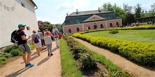 Tip na víkend: Jedinečné zahrady zámku ve Žďáru se otevírají veřejnosti. Pouze na 2 dny