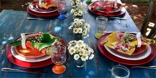 Jak prostřít stůl na zahradě? Ty nejkrásnější letní tabule najdete v galerii