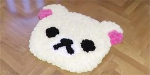 Jak vyrobit dětem měkoučký koberec z vlněných bambulí